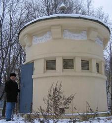 Антенна JNS Choke Ring, установленная в ГАИШ МГУ